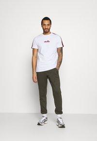 Ellesse - CARCANO - T-shirt imprimé - white - 1