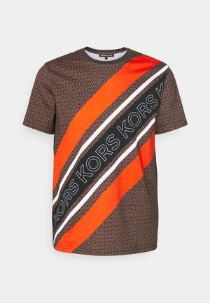 GO TEE - Print T-shirt - chocolate