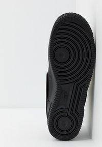 Nike Sportswear - AIR FORCE 1 '07 LV8  - Sneakers - black/white - 5