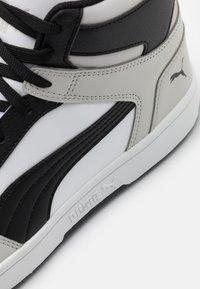 Puma - REBOUND LAYUP UNISEX - Høye joggesko - white/black/gray violet - 5
