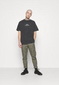 Topman - LISBON HERTIAGE PRINT TEE - T-shirt med print - black - 1