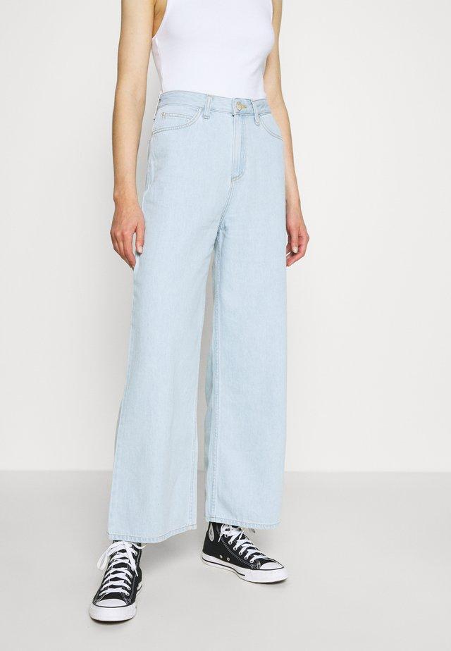 WIDE LEG - Flared jeans - bleached denim