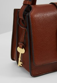 Fossil - WILEY - Across body bag - brown - 6