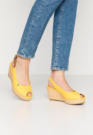 ELBA - Sandály na klínu - sunny