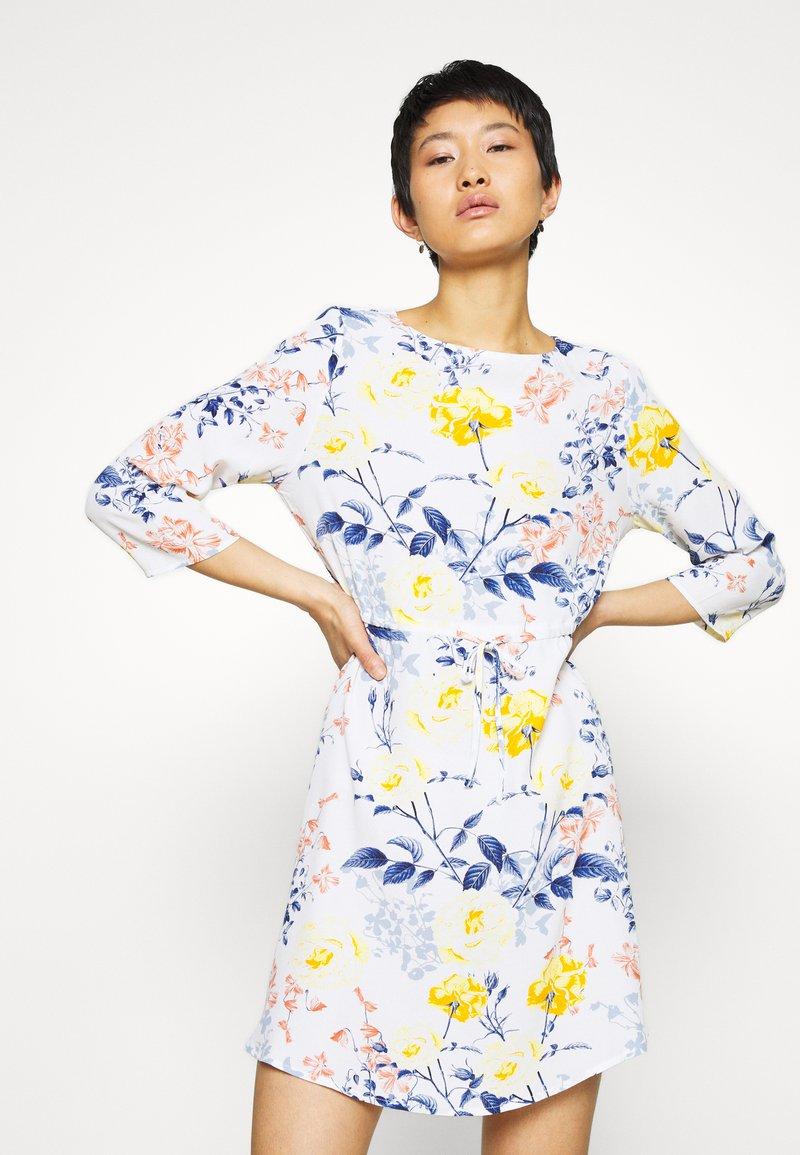 ONLY - ONLSANDRA SHORT DRESS - Denní šaty - cloud dancer