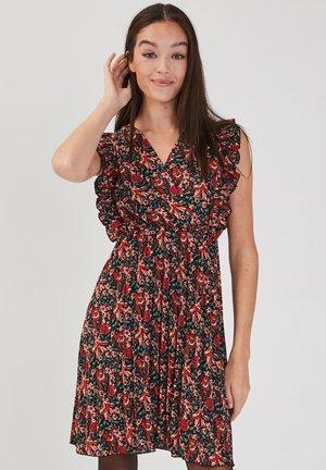 MIT PLISSIERTEM SAUM - Vestido informal - rouge