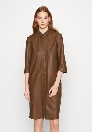 DRESS - Shirt dress - tobacco