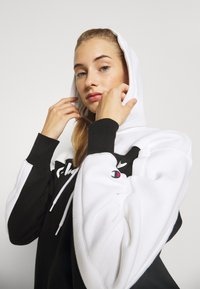Champion - HOODED LEGACY - Jersey con capucha - black/white - 5