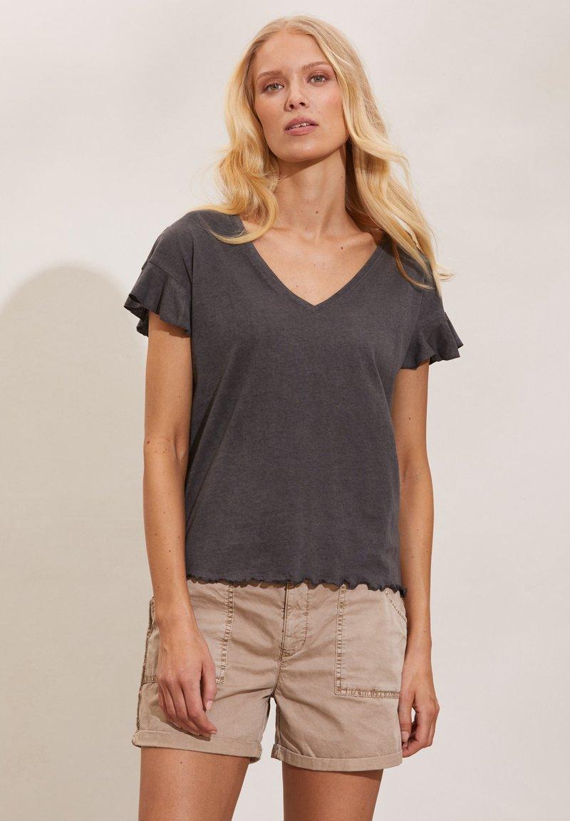 Odd Molly - CAMELLIA - Basic T-shirt - asphalt