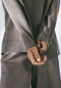 Massimo Dutti - MIT STEHKRAGEN  - Trui - grey - 4
