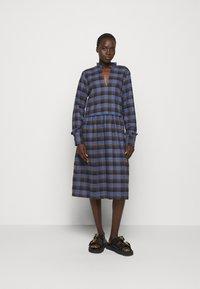 Libertine-Libertine - ALLEY DRESS - Denní šaty - royal blue check - 1