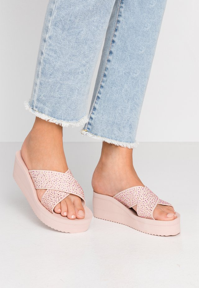 WEDGE CROSS CRYSTAL - Muiltjes met hak - dirty rose