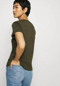 Tommy Hilfiger - T-shirt basic - army green - 2