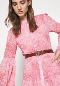 MICHAEL Michael Kors - SUNBLCHED MIDI DRESS - Shirt dress - geranium - 6
