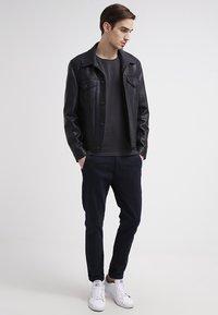 Selected Homme - SHPIMA NEW DAVE - Basic T-shirt - phantom - 0