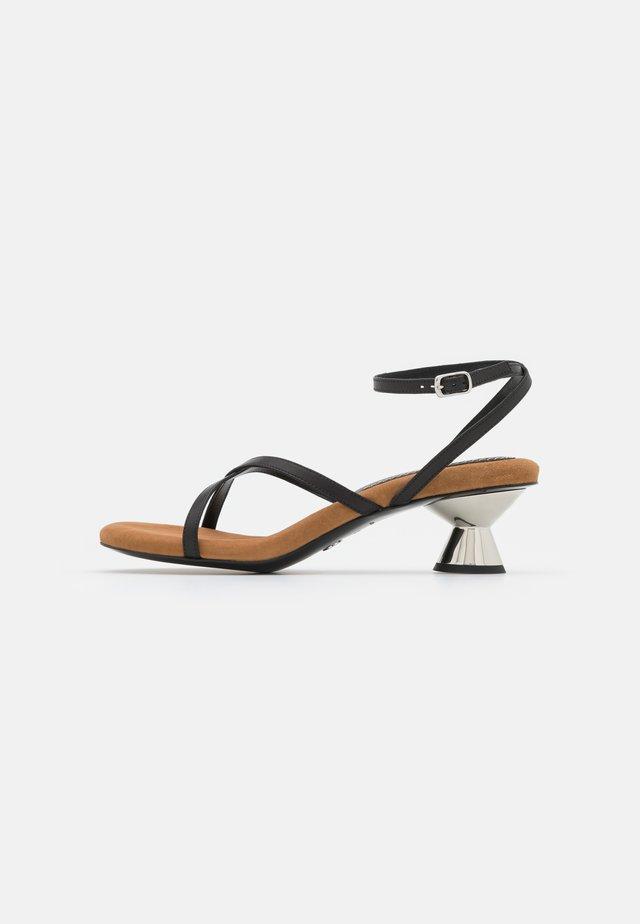 VASE STRAPPING  - Sandaalit nilkkaremmillä - black