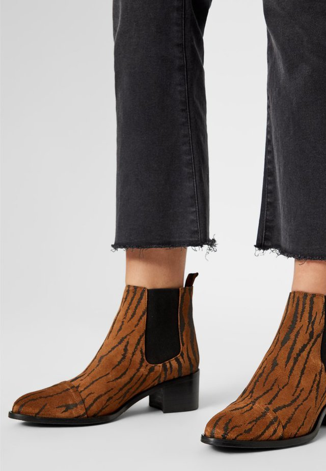 BIACAROL PRINT LEATHER CHELSEA - Ankle boots - tiger