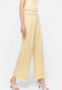 Uterqüe - Trousers - yellow - 3