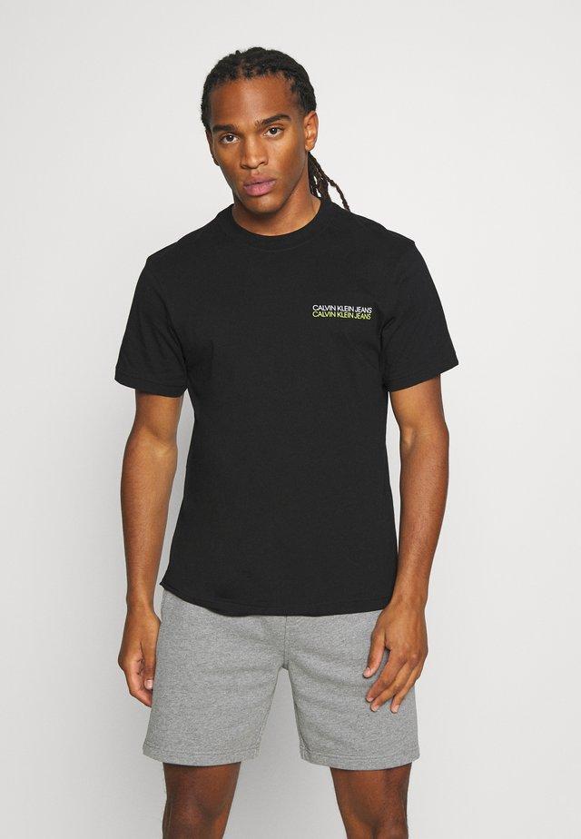 SKATER PHOTO NEON TEE - T-shirt z nadrukiem - black