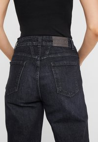 CLOSED - PEDAL PUSHER - Jeans Relaxed Fit - dark grey - 6