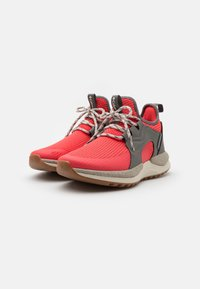 Columbia - SH/FT AURORA PRIME - Trail running shoes - red coral/fawn - 1