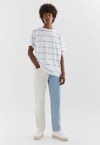 PULL&BEAR - MIT COLOUR BLOCK - Straight leg -farkut - white - 1