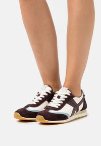 Tory Burch - HANK  - Trainers - new ivory/northern blue - 0
