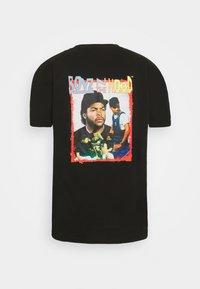 Nominal - BOYS IN THE HOOD PHOTO TEE - Print T-shirt - black - 1
