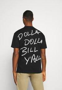 Chi Modu - DONNA BILL - Print T-shirt - black - 2