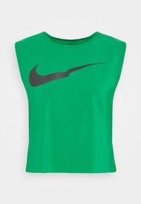 Nike Performance - RUN TANK PLEATED - Camiseta de deporte - lucky green/black - 3