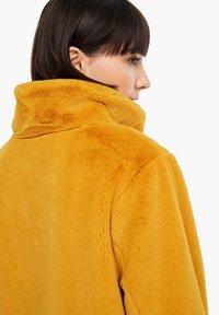 s.Oliver - TEDDY - Winter coat - yellow - 7