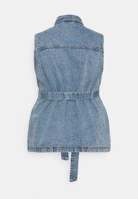 Pieces Curve - PCNAMIR TIE BELT VEST  - Waistcoat - medium blue denim - 1