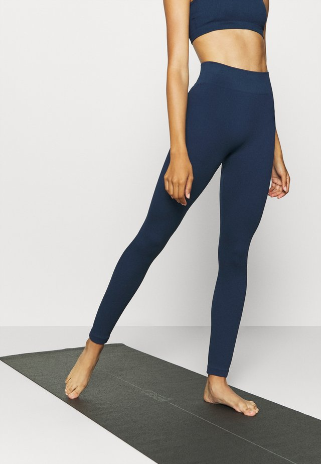 SEAMLESS HIGH WAIST LEGGING - Punčochy - deep navy