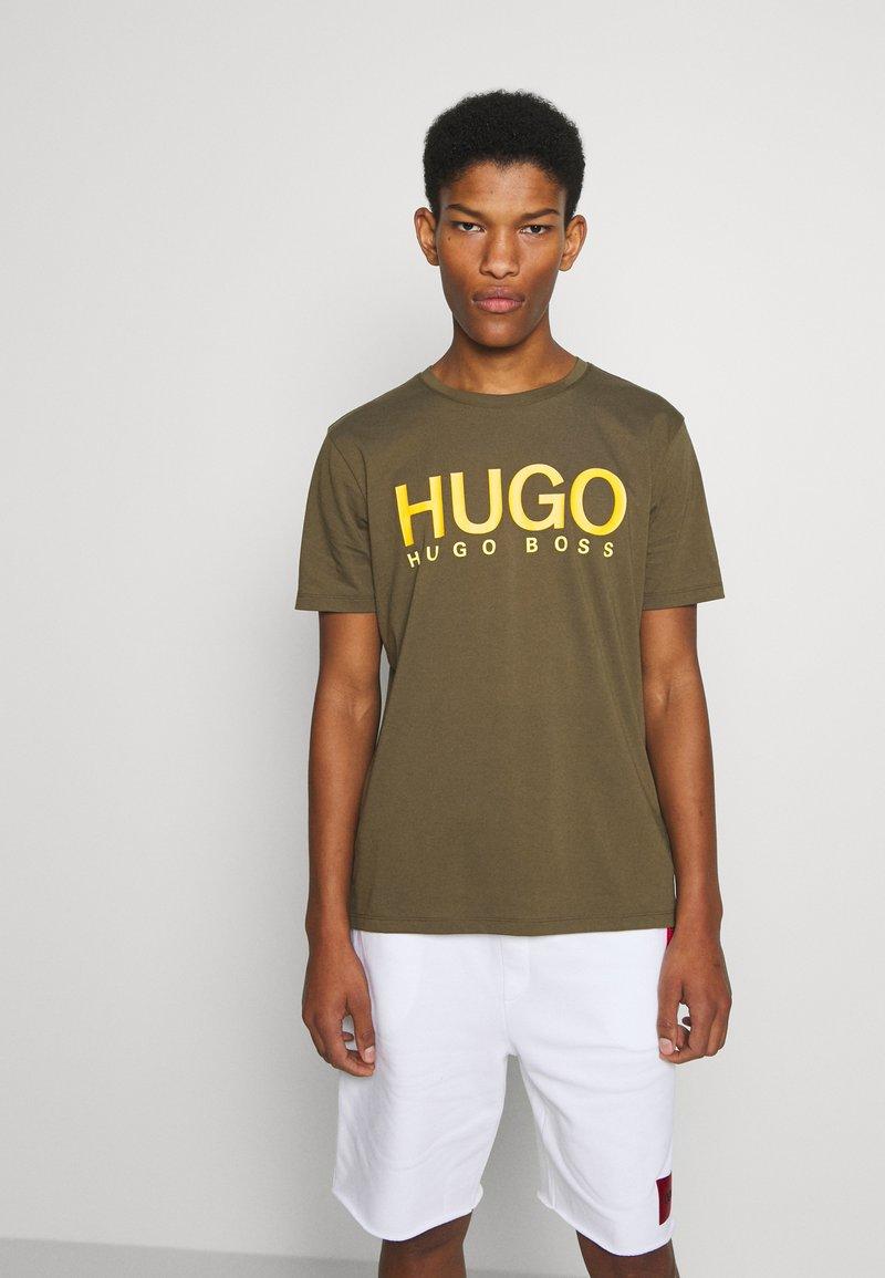 HUGO - DOLIVE - Triko spotiskem - green