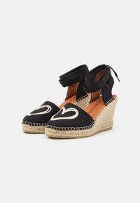 Macarena - CARLA - Sandály na platformě - black - 2