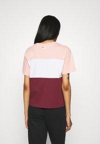 Fila - ALLISON - Print T-shirt - tawny port/coral cloud/bright white - 2