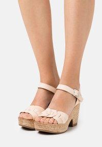 Felmini - MESHA - Korolliset sandaalit - tamponada tapioca - 0