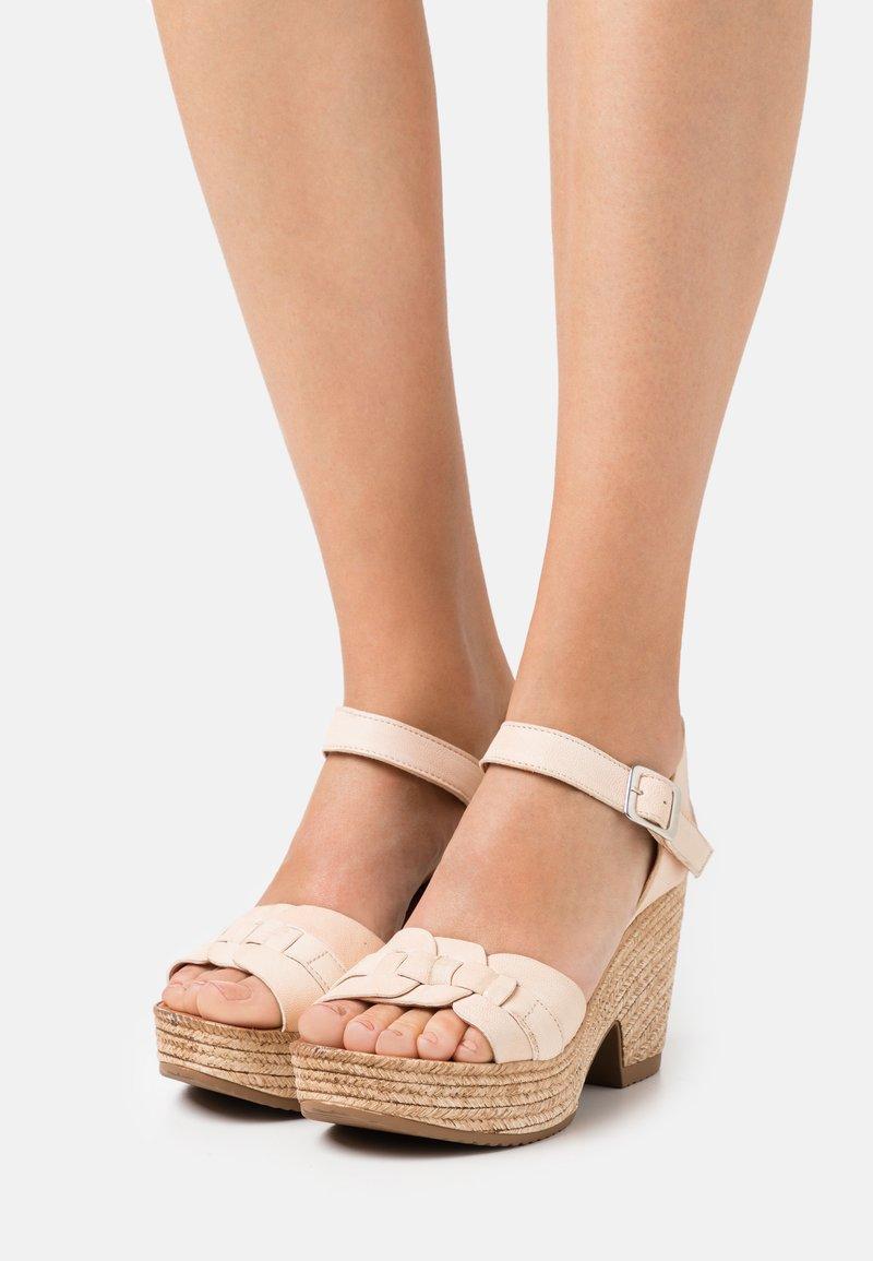 Felmini - MESHA - Korolliset sandaalit - tamponada tapioca