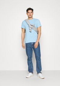 Lacoste - T-shirt basic - panorama - 1
