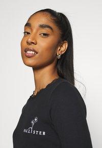 Hollister Co. - SLIM TREND - Long sleeved top - black - 3