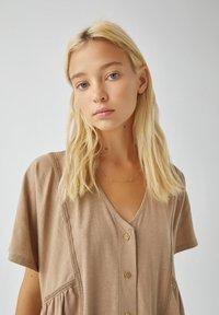 PULL&BEAR - Denní šaty - brown - 3