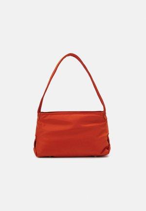 SCAPE RECYCLED - Handväska - posh red