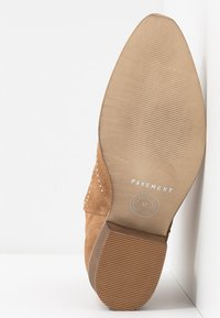 Pavement - RUTH - Cowboy/biker ankle boot - taupe - 6
