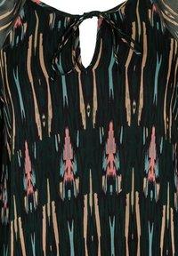 ZAY - MIT PRINT MIT BINDEDETAIL - Robe d'été - green - 2