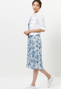 zero - MIT BLUMENDRUCK - Day dress - fresh blue - 1