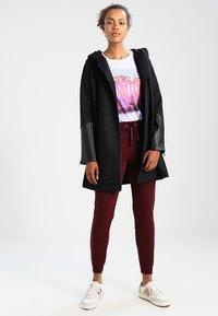 New Look - BASIC BASIC  - Pantaloni sportivi - dark burgundy - 1