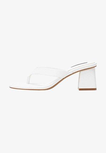 MIT ABSATZ - T-bar sandals - white