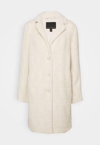 PLAID LASH WEEKENDER COAT - Klasyczny płaszcz - almond amaretto