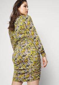 Vero Moda Curve - VMEIRO KNEE DRESS  - Pouzdrové šaty - fir green - 3