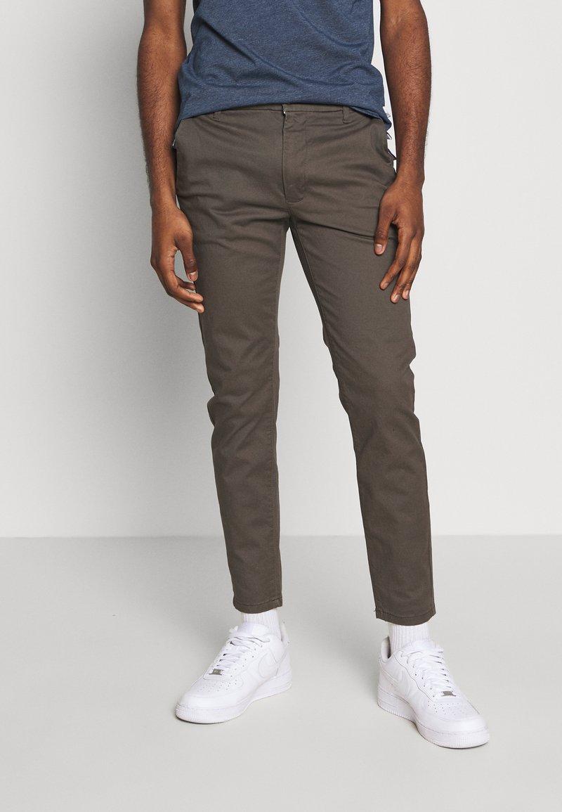 Burton Menswear London - Chinot - khaki